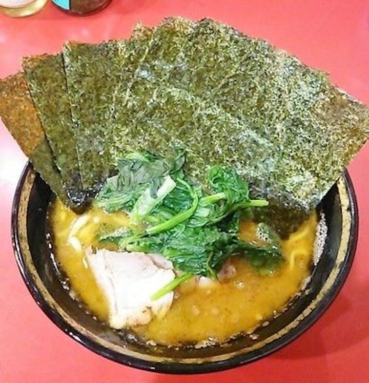 ラーメン カロリー 家系 横浜家系ラーメンの一杯あたりのカロリーを教えて下さい。(お好みは、全部