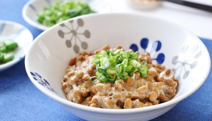 納豆はタンパク質と食物繊維が豊富!カロリーや糖質、栄養についてくわしく解説