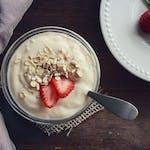 ヨーグルトのカロリー、糖質を比較!ダイエットに効果的なレシピも紹介