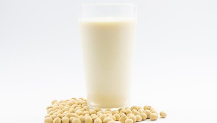 豆乳のカロリーや糖質は?どんな効果があるの?牛乳との違いも解説