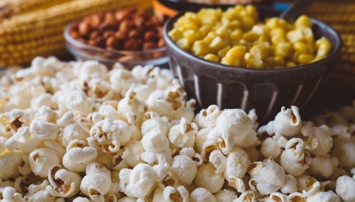 ポップコーンのカロリーや驚くべき食物繊維量!その豊富な栄養素に迫ります!