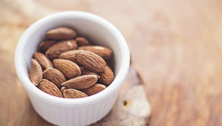 アーモンドのカロリーと糖質!ダイエットに効果的な栄養素が豊富!