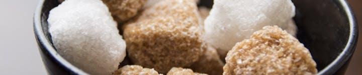 砂糖に含まれるカロリーや栄養素を解説!黒砂糖を使用するメリットを紹介!!