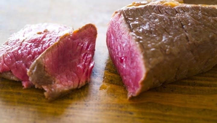 ローストビーフは太る?カロリーやタンパク質、栄養素について管理栄養士が解説