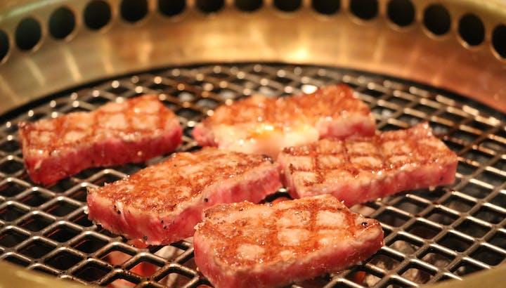 焼肉は高カロリー・低糖質!お肉には身体を燃やす栄養素が豊富