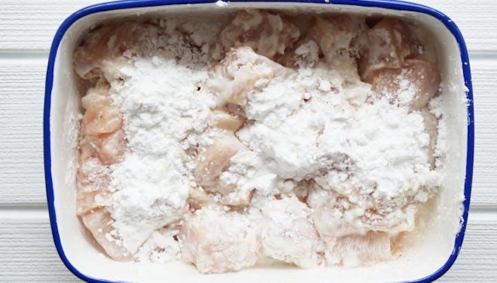 片栗粉は高糖質で高カロリーな調味料。使い方次第で問題なし!